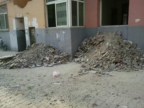 建筑垃圾堵路