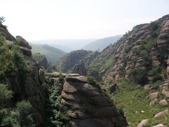 陡峭的山崖