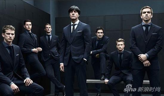 德国足球队教练率领众球员演绎Hugo Boss赞助服装