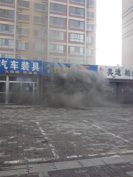 16时50分许,消防队员赶赴现场,及时进行灭火。