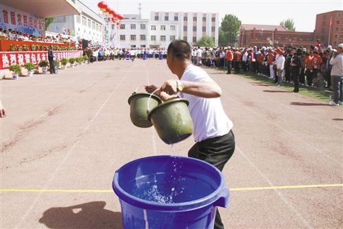 30米提水男女抗旱接力比赛
