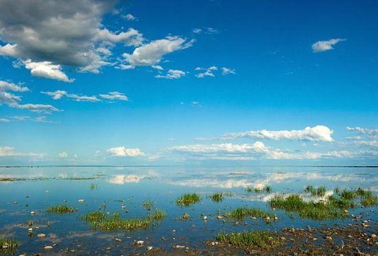 新浪旅游配图:清澈的湖泊 摄影:锈剑