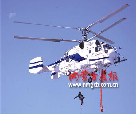 直升机首次夜间航空索降训练