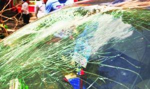 破碎的挡风玻璃