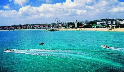 昌黎海岸的蓝色湖水