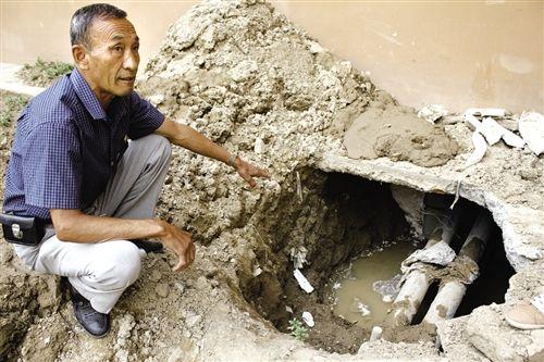 住宅楼外墙地下出现大量积水