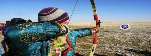 """觀看""""男兒三藝""""表演,摔跤,賽馬,射箭,也是過去蒙古族"""