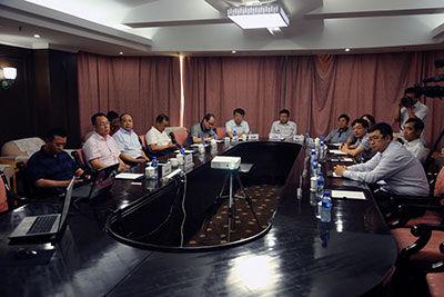 内蒙古互联网信息办公室有关领导与内蒙古日报、内蒙古人民广播电视台等10家首批加入内蒙古网上辟谣平台联盟的媒体相关负责人出席了开通仪式。正北方网记者 于涛 摄