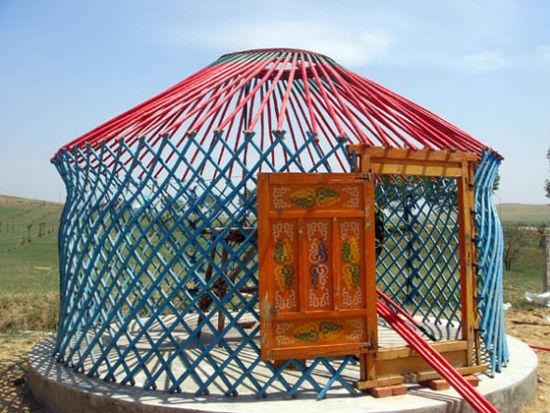 搭建完成的蒙古包