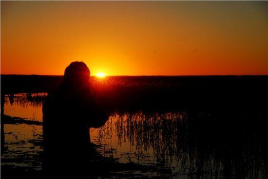 摄影家拍摄日出
