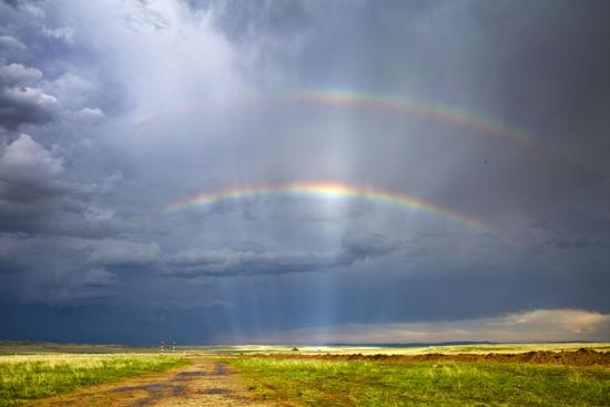 绚丽神奇雨后内蒙古锡林郭勒草原迷人彩虹