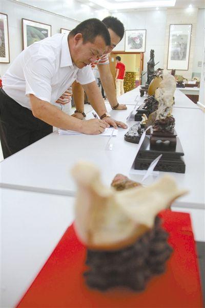 奇石文化节吸引了国内外150多家石商参加