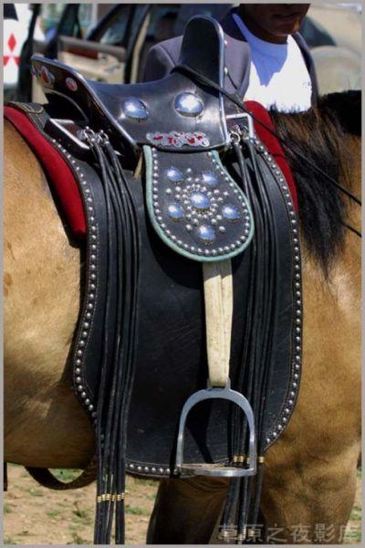 结实的马鞍