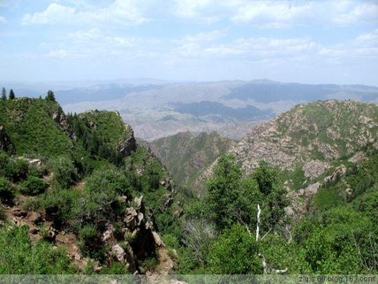 九峰山生态旅游区分为原始森林登山