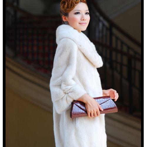 集宁皮革城商品模特展示