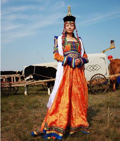 内蒙古各地蒙古族蒙古袍女生特点十七八