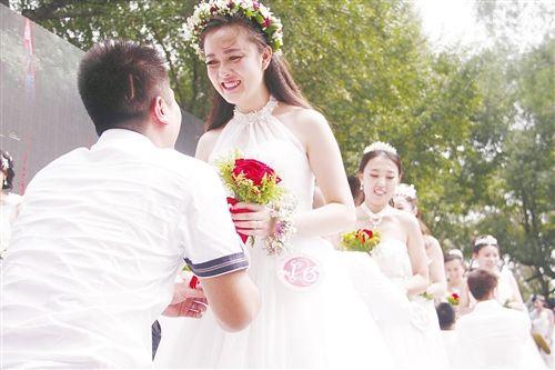 婚礼在包头市赛汗塔拉公园圣鹿源酒店室外草坪举行