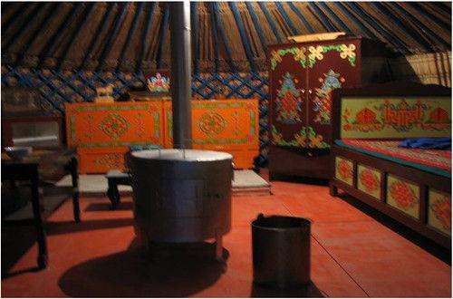 蒙古包内景