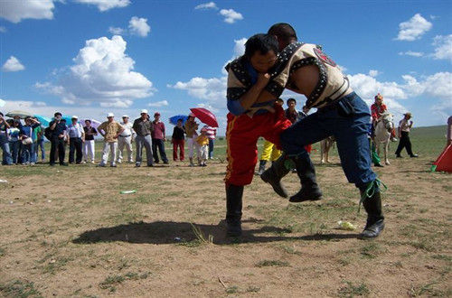 希拉穆仁大草原摔跤比赛