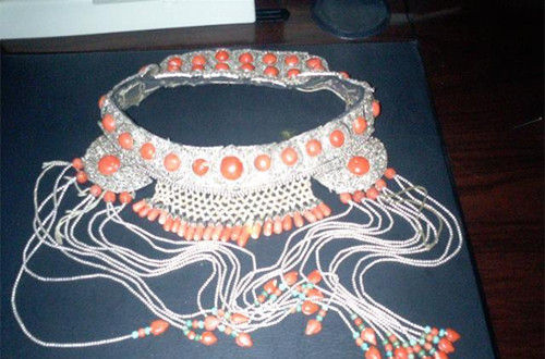 多彩蒙古族妇女头饰