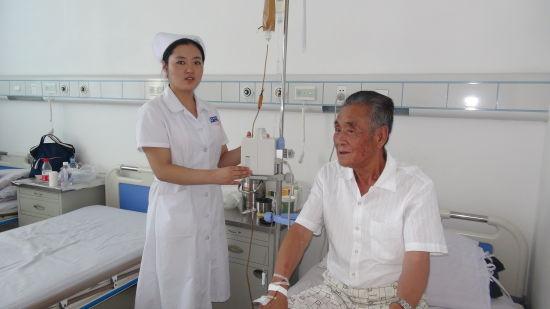 淫荡的女护士被病人干_兴安盟科右中旗人民医院邵美衡护士为患者进行输液泵的使用