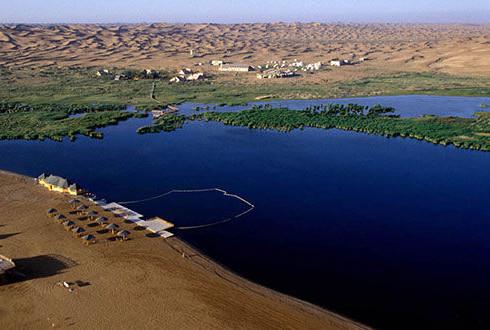 腾格里达来·月亮湖沙漠生态探险旅游区是内容最为丰富的沙漠生态旅游