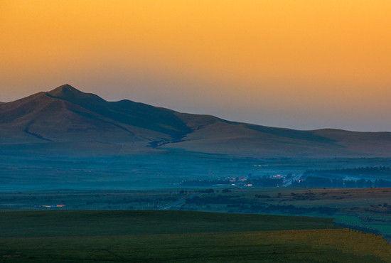 扎鲁特山地草原
