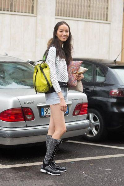 LOOK 3: 运动夹克+牛仔热裤+长靴