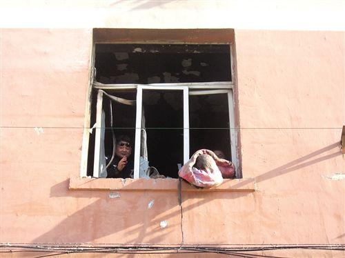 事发女生宿舍的窗子被烧变了形