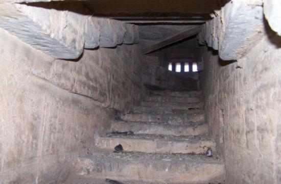 藏传佛教寺院白塔寺内部