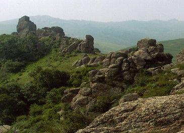 石林,观景塔等,是一处集休闲,观光,避暑于一体的综合性旅游风景区.