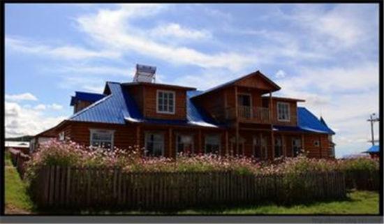 """而事实上,这个""""木刻楞""""的确不仅是一个漂亮的俄式小木屋.图片"""