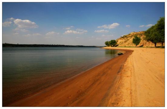 蜿蜒的湖湾
