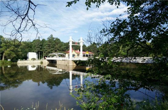 水光敛艳的吊桥公园