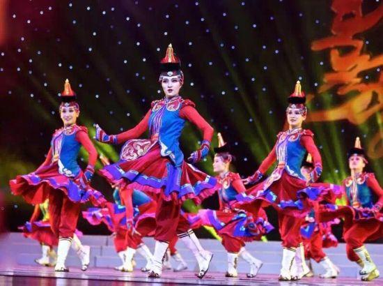 由中国--蒙古国博览会组委会主办;内蒙古自治区文化厅、内蒙古民族艺术剧院承办的国际蒙古舞蹈艺术展演将于2015年10月23日-27日在呼和浩特市内蒙古民族艺术剧院剧场举行。   借助国际蒙古舞蹈展演的平台,集中展示蒙古舞蹈的独特魅力,促进蒙古舞蹈国际间的交流互鉴和合作共赢。体现习近平主席提出的一带一路的建设为文化产业发展的新思路。