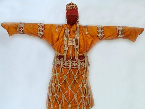 内蒙古博物院集合了现代元素,地域表征与民族特色,楼顶塑有凌空