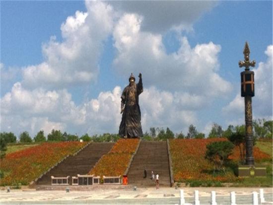 2007年,为迎接自治区成立60周年大庆,成吉思汗公园维修改造工程于