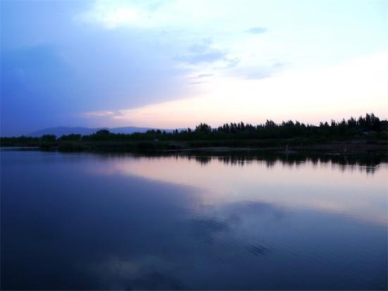 热点目的地 正文  (二)南湖风景区:位于公园的西南角,是整个湿地公园