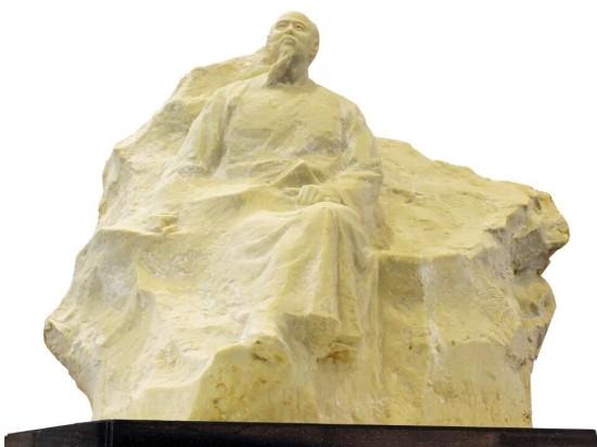 郭爱军(东郭),男,汉族,1968年出生于南京高淳。中国现当代最具有影响力的著名雕塑艺术家之一。现任江苏省美学学会理事、南京市雕塑协会秘书长、南京视觉艺术学院客座教授。是国内当代专注于肖像雕塑和意向风格雕塑研究的实力派艺术家。广泛涉猎各国造型艺术探索,喜书法,爱丹青。尤善肖像雕塑艺术和意向风格雕塑,多元的实践与探索,形成了自己含蓄概括、庄重磊落、意味悠远、注重内在精神刻画的现实浪漫主义塑造风格。代表作品有《中山先生》、《与志迁化,容不虚生胡耀邦巨型铜像》、《卓立尘世,独邑寒梅宋庆龄铜像》、《胸