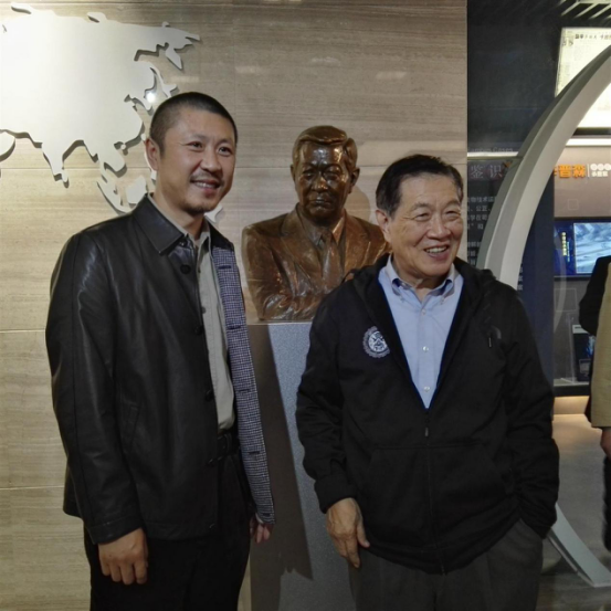 李昌钰刑侦科学博物馆开馆雕塑家黑晓东为李博士创作雕像落成