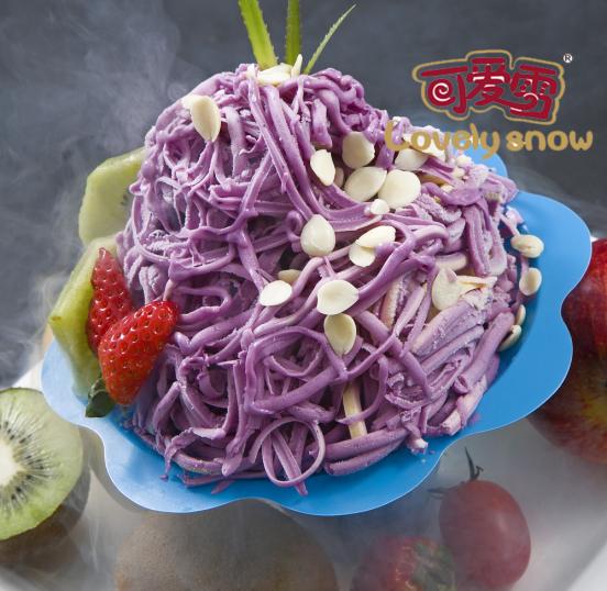 此外,可爱雪冰激凌采用意大利手工冰淇淋制作工艺,在制作过程中坚决