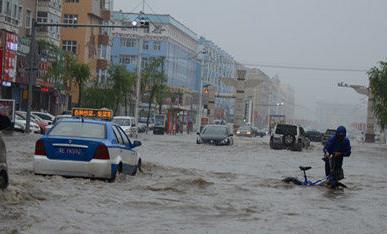 呼伦贝尔遇强降雨