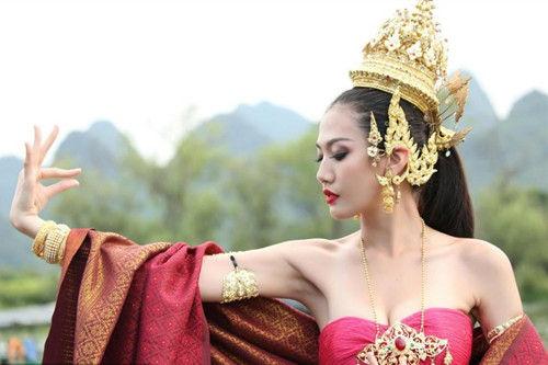 10国超模穿民族服饰