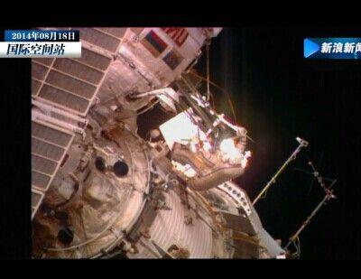 宇航员太空漫步 从宇宙看蔚蓝色地球