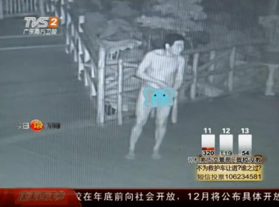 监拍奇葩裸体男深夜潜入农庄行窃