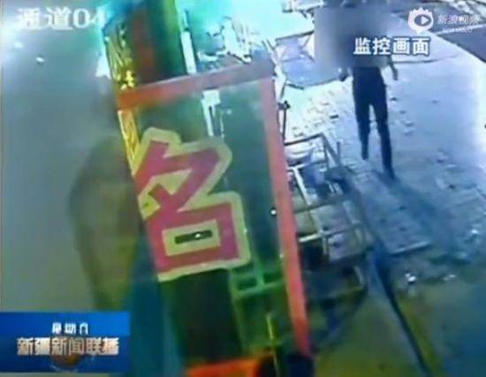 新疆市民讲述斗暴徒瞬间 直接将其踢倒