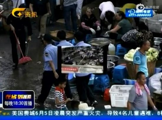 昆明村官丧父摆豪宴 两千人参席专人收礼