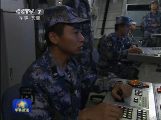 解放军东海军演潜艇内部罕见打马赛克