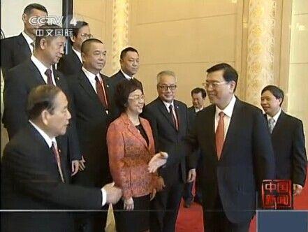 张德江会见澳门中华总商会访京团