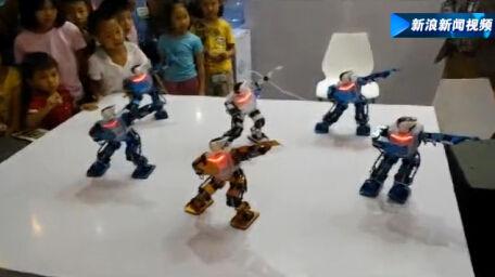 实拍机器人版江南Style 动作带感引围观